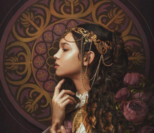 Model- Laura Beserova Crown- Ivy Design