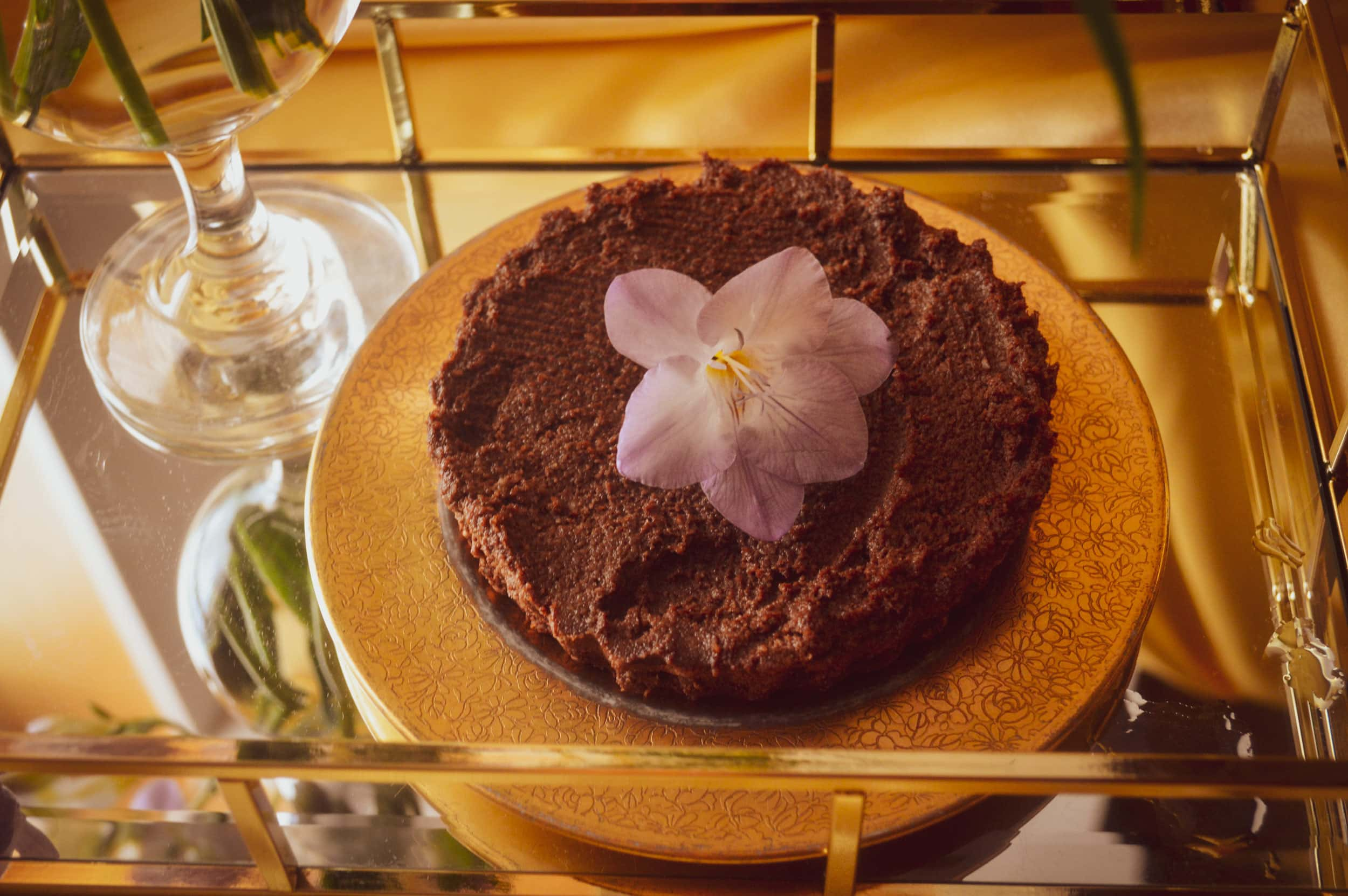 Enchanted Living Magazine Beauty Witch May - Alise Marie Sacred Tartes-aux-Chcolate